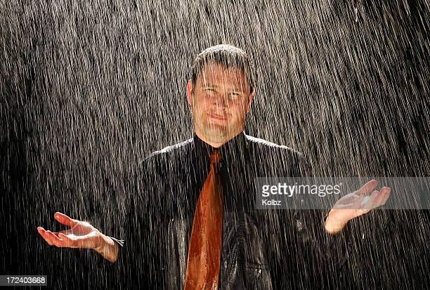 empresário na chuva - metereologia - fotografias e filmes do acervo
