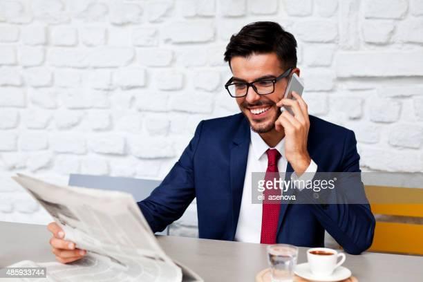 empresário na turquia falando no telefone - homens de idade mediana - fotografias e filmes do acervo