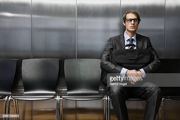 businessman in waiting room - candidato foto e immagini stock