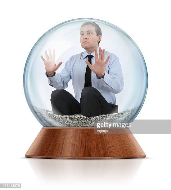Empresário no interior do Bola de Cristal com Neve