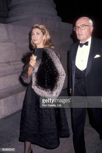 Businessman John Gutfreund and wife Susan Gutfreund attend Dinner Gala Honoring Gianni Agnelli on October 29 1991 at the Metropolitan Museum of...