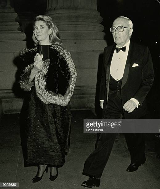 Businessman John Gutfreund and wife Susan Gutfreund attend the party for Gianni Agnelli on October 29 1991 at the Metropolitan Museum of Art in New...