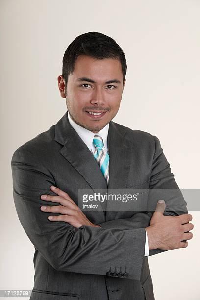 カメラを見ているビジネスマン