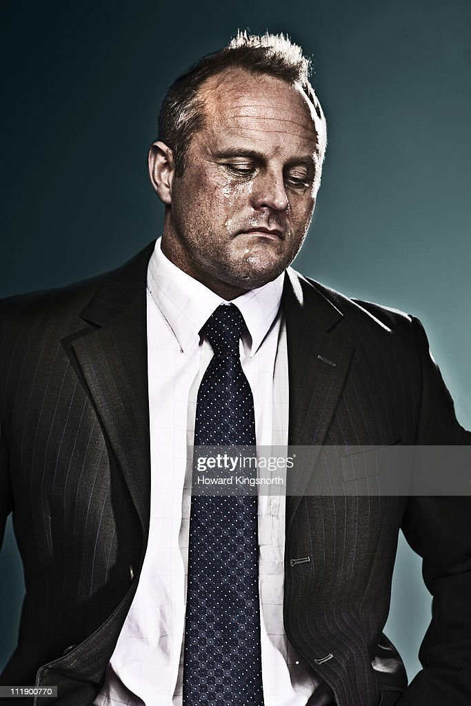 businessman looking defeated and crying : Bildbanksbilder