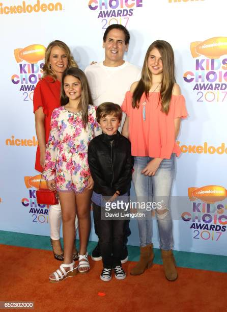 Businessman Mark Cuban Tiffany Stewart Alyssa Cuban Alexis Sofia Cuban and Jake Cuban attends Nickelodeon's 2017 Kids' Choice Awards at USC Galen...