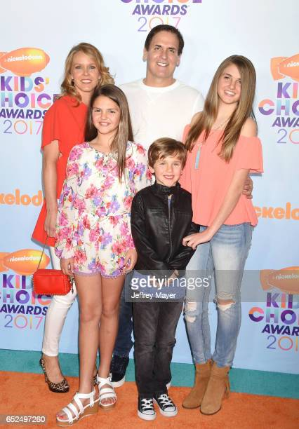 Businessman Mark Cuban with Tiffany Stewart and Alyssa Cuban Alexis Sofia Cuban and Jake Cuban arrive at the Nickelodeon's 2017 Kids' Choice Awards...