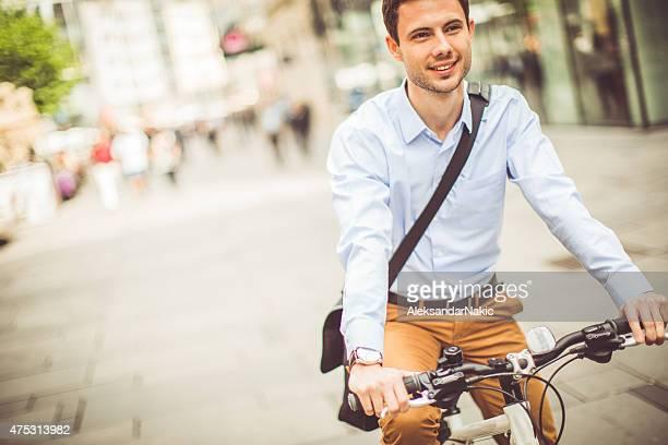 Geschäftsmann auf einem Fahrrad