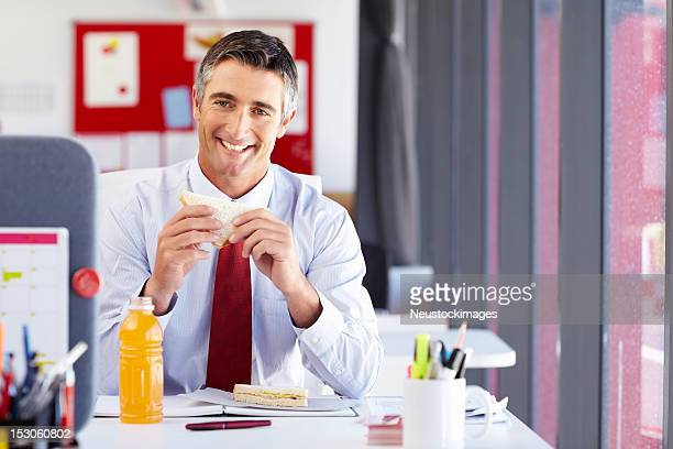 Geschäftsmann auf seiner Mittagspause