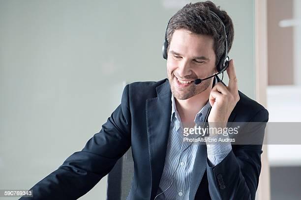 businessman on phone call - klanten georiënteerd stockfoto's en -beelden