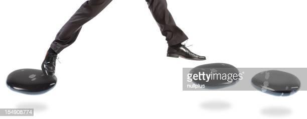 Geschäftsmann auf dem stepping stones