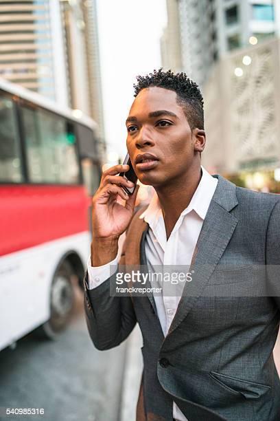 Geschäftsmann am Telefon, dubai marina