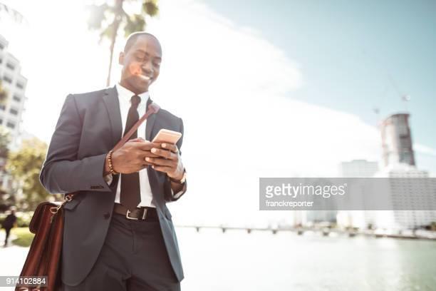 Geschäftsmann am Telefon in miami
