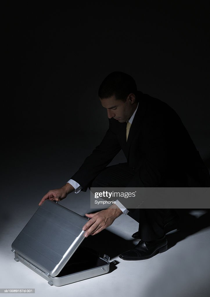 Businessman opening briefcase : Stockfoto