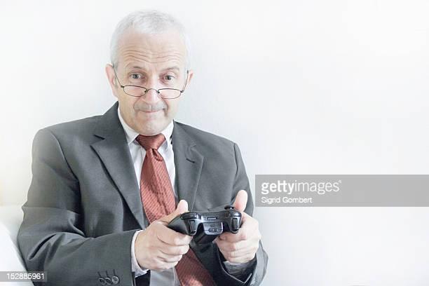 businessman playing video games - sigrid gombert stock-fotos und bilder