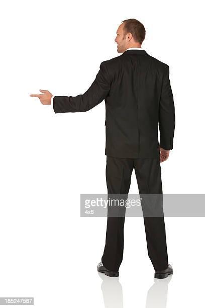 ビジネスマン指を指す斜め