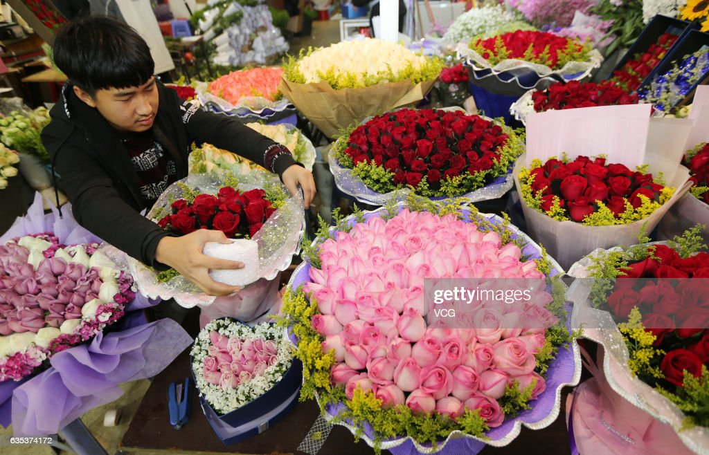 Flowers Sell Well On Valentine\'s Day Across China Photos and ...