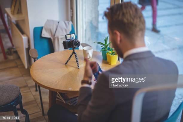 geschäftsmann videoaufnahme - video call stock-fotos und bilder