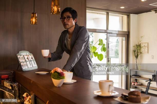 ビジネスマンの更新時間、カフェ マスター