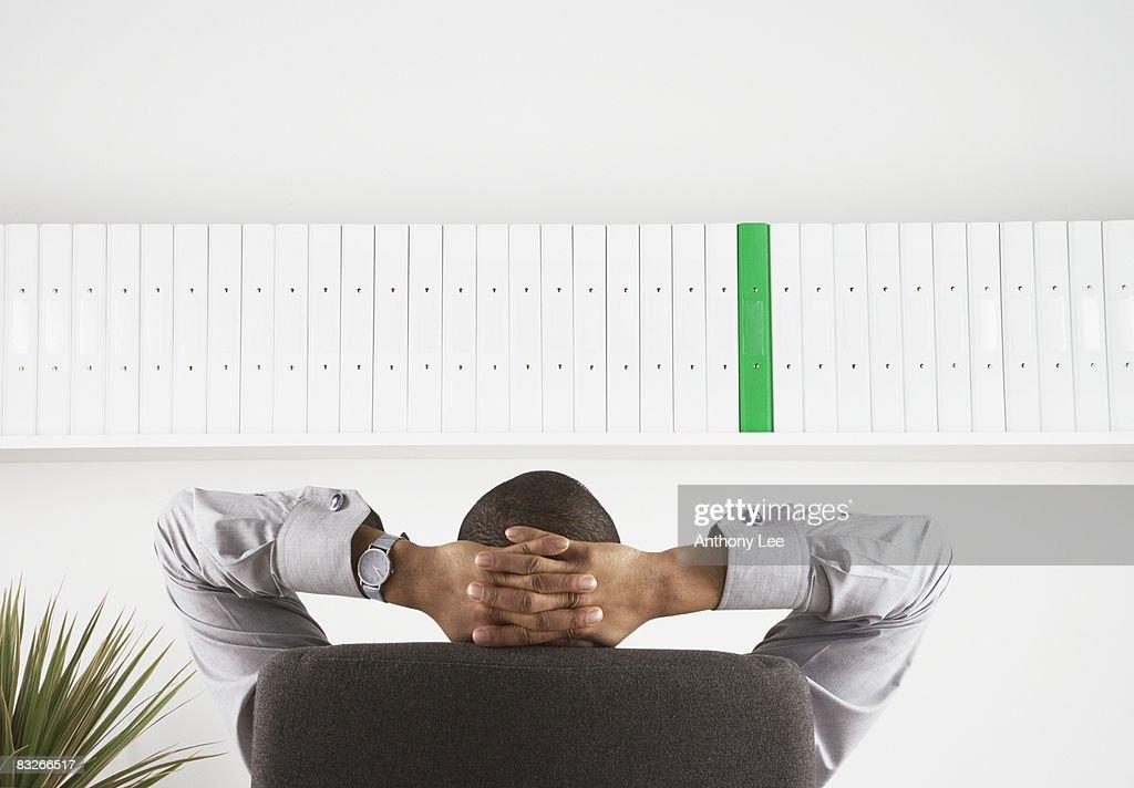 Businessman relaxing with hands behind head : Foto de stock