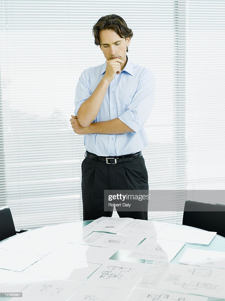 Businessman reviewing documents : Foto de stock