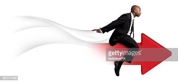 Geschäftsmann auf roten Pfeil