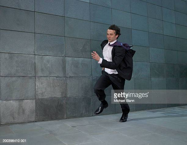 businessman running against wind - dringendheid stockfoto's en -beelden