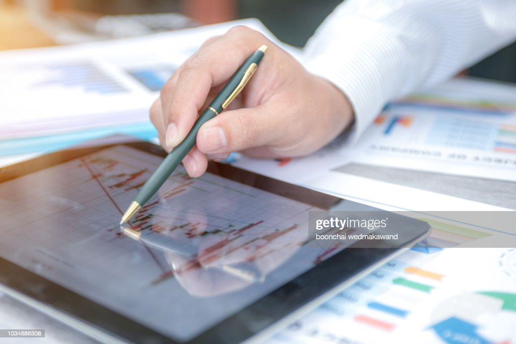 Businessman show analyzing report, business performance concept : Stock-Foto