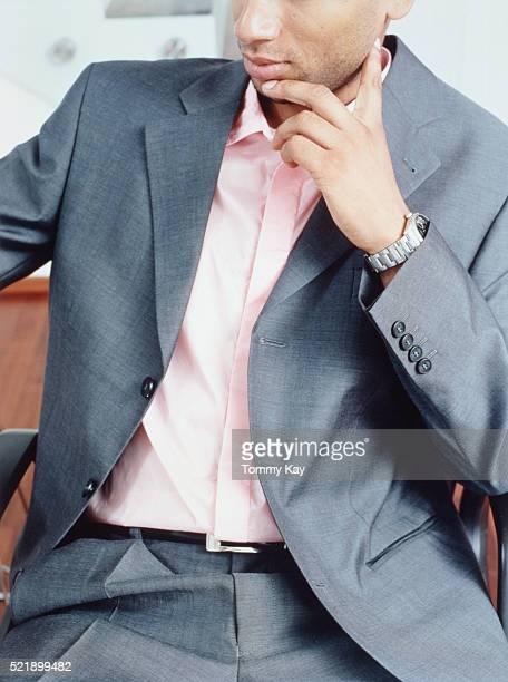 businessman sitting in a room - menswear photos et images de collection