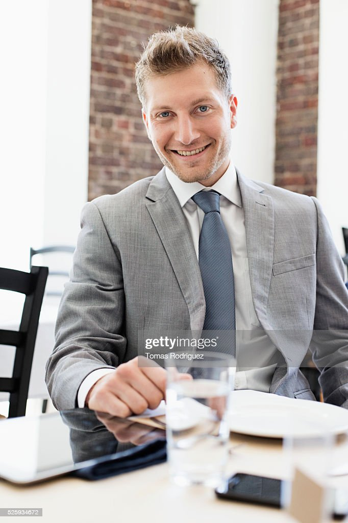 Businessman sitting in restaurant : Stockfoto