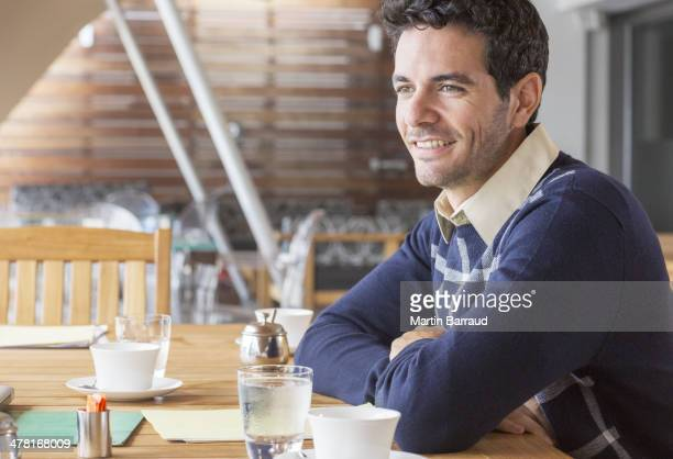 Geschäftsmann Lächeln im Meetingraum