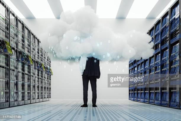 businessman standing in server room - cloud computing foto e immagini stock