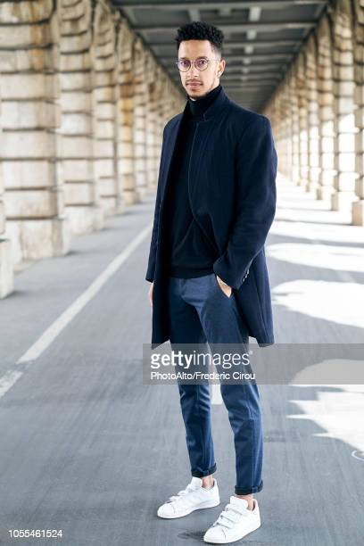 businessman standing outdoors - ポケットに手を入れている ストックフォトと画像