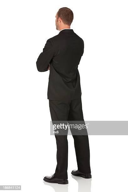 Geschäftsmann stehend mit Arme verschränkt