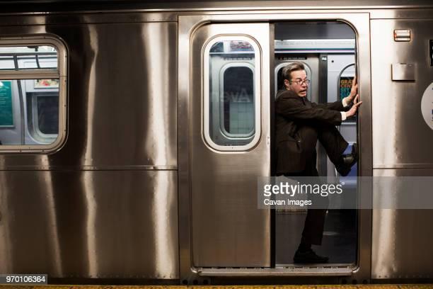 businessman stuck in train door - 埋まる ストックフォトと画像