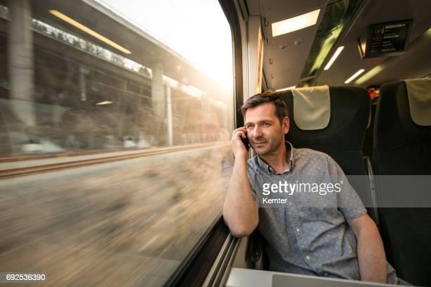 empresário, falando no celular durante a viagem de trem - job centre - fotografias e filmes do acervo