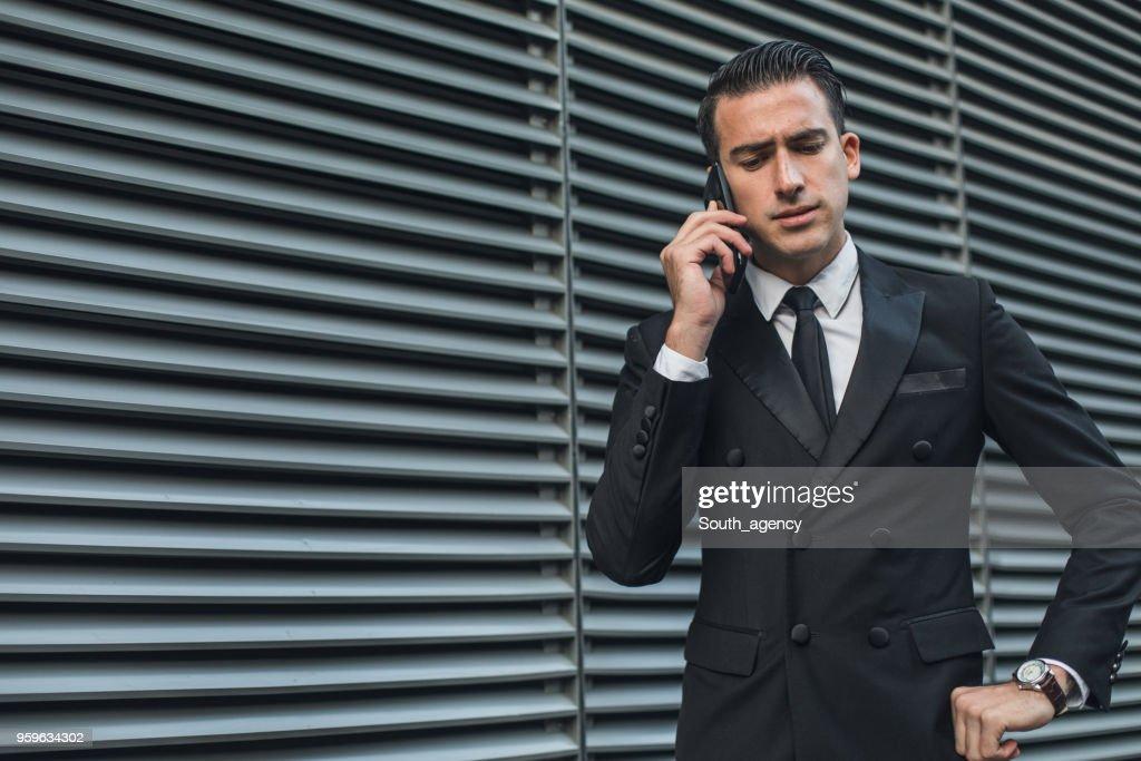 Geschäftsmann sprechen auf Handy  : Stock-Foto