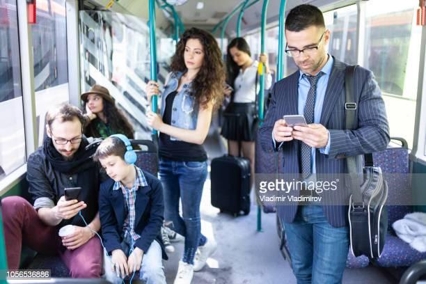 zakenman reizen met bus - tram stockfoto's en -beelden