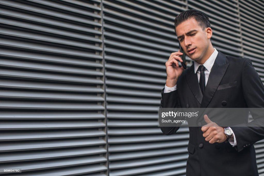 Geschäftsmann auf smart phone  : Stock-Foto