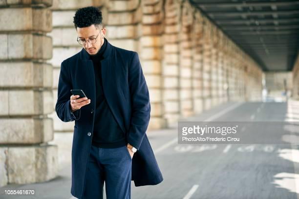 businessman using smartphone - mani in tasca foto e immagini stock