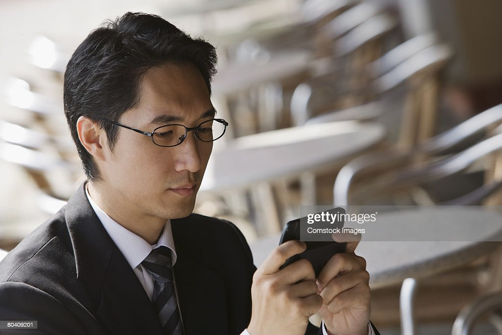Businessman using smartphone : Foto de stock
