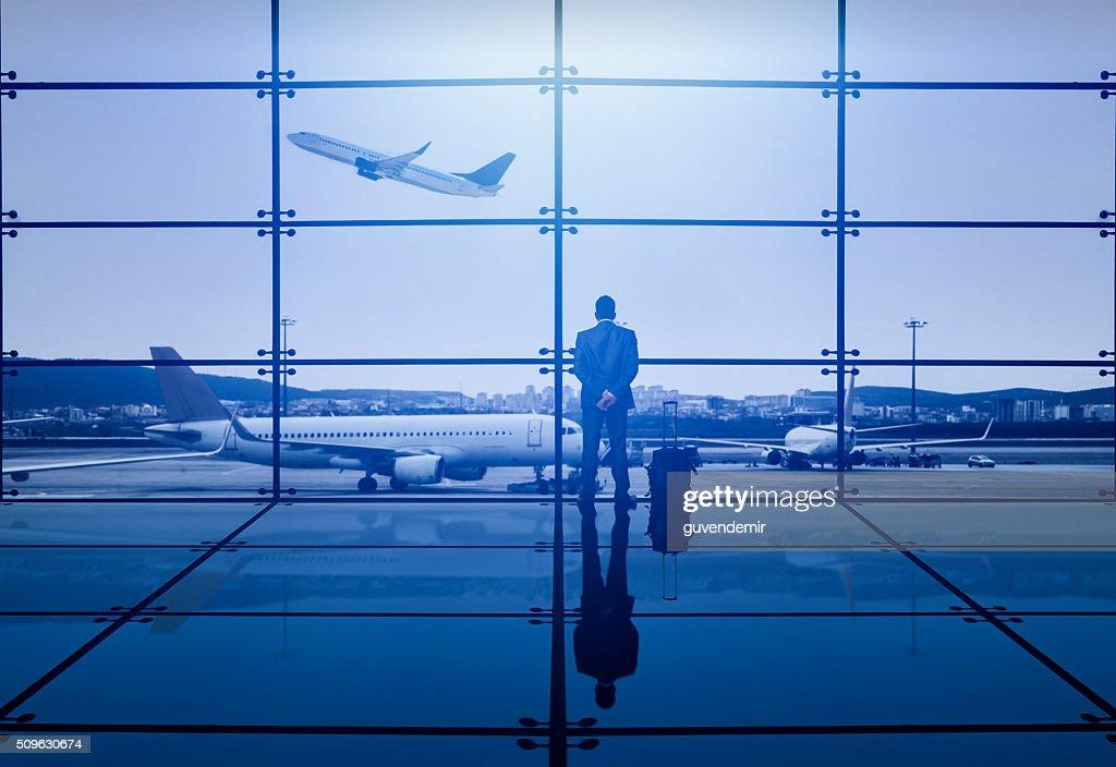 Homme d'affaires en attente de départ : Photo