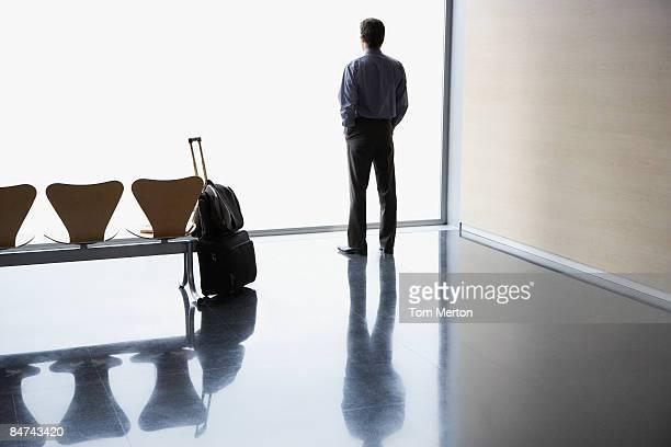 ビジネスマンウェイティングの空港