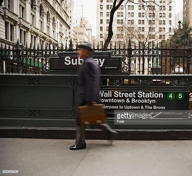 businessman walking past subway station - ニューヨーク郡 ストックフォトと画像