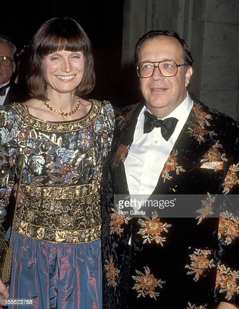 Businessman Warner LeRoy and wife Kay O'Reilly attend A Decade of Literary Lions The Pride of The New York Public Library The Literary Lions' 10th...