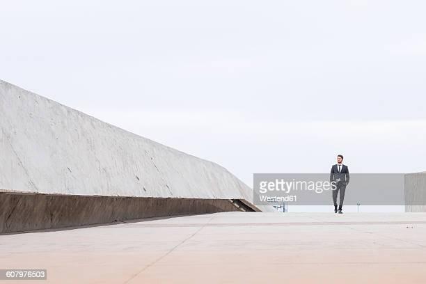 businessman wearing black suit - vestimenta de negocios fotografías e imágenes de stock