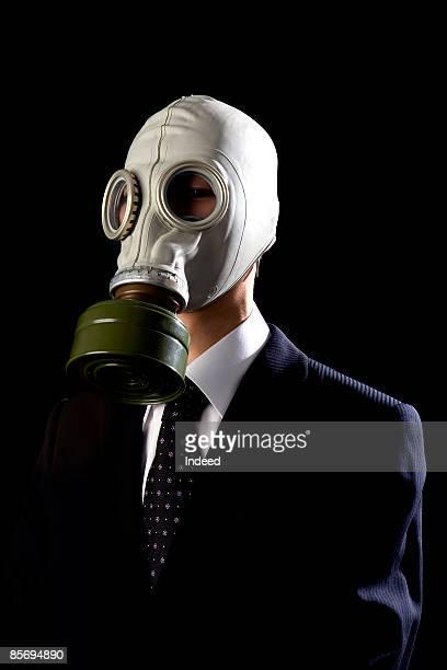 businessman wearing gas mask - maschera antigas foto e immagini stock