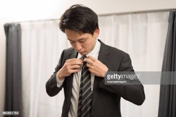 ビジネスマンの身に着けているスーツ - ネクタイ ストックフォトと画像