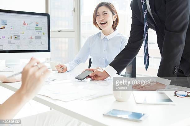 笑っているビジネスマン