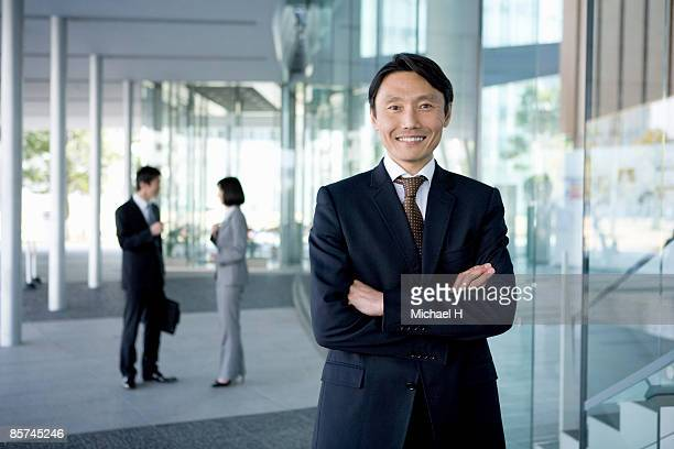 businessman who overflowed in confidence - nur japaner stock-fotos und bilder