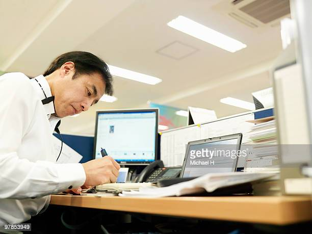 businessman who works in office - 中年の男性一人 ストックフォトと画像